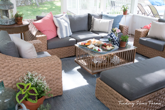 Decorating-Screened-Porch-for-Summer